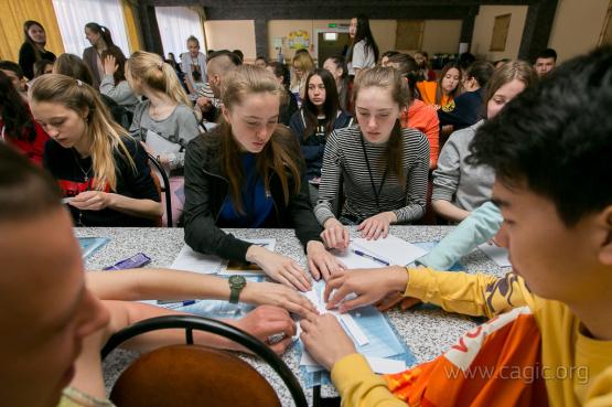 """Волонтёры игр """"Дети Азии"""" изучают английский язык"""